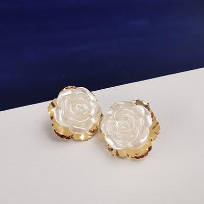 Aros enchapados en oro Brilho Joias con flor