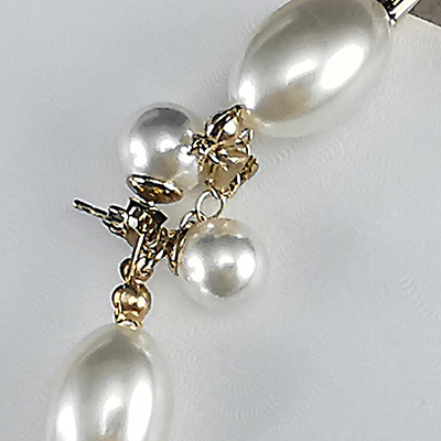 Conjunto enchapado en oro Brilho Joias con perlas sintéticas detalle 2
