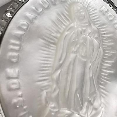 Set de acero quirúrgico 316 Brilho Steel con imagen de la virgen de guadalupe en piedra nacar detalle