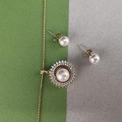 Set enchapado en oro Brilho Joias con perla sintética y piedras de microcircón