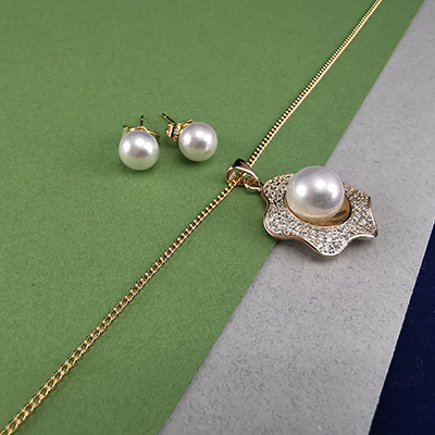 Set enchapado en oro Brilho Joias con microcircón y perla sintética