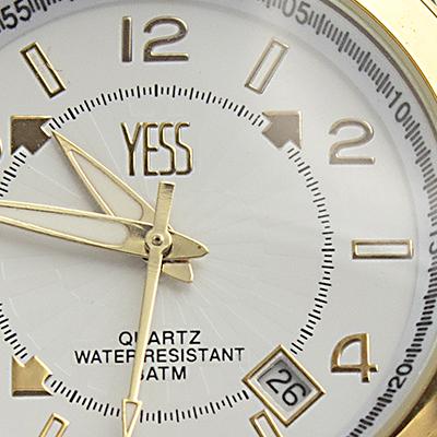 Reloj Yess Watches para hombre modelo metálico dorado detalle