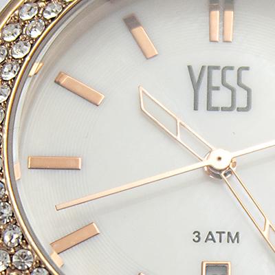 Reloj Yess Watches para dama modelo casual metálico detalle