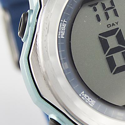 Reloj Yess Watches digital para hombre con pulso de silicona azul detalle 2