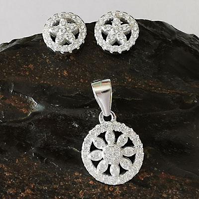 Juego de plata flor redonda con microcircones