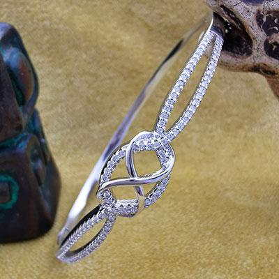 Pulsera de plata tipo brazalete con circones