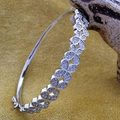 Pulsera de plata estilo brazalete con circones