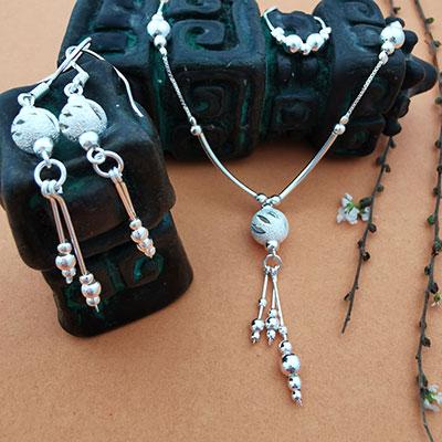 Conjunto collar, pulseras y aros de plata