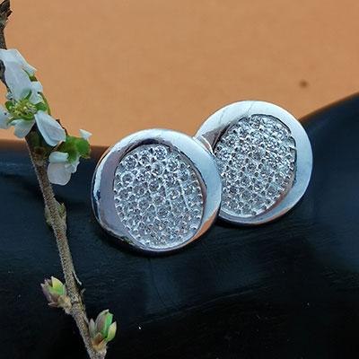 Aros de plata redondos con circones