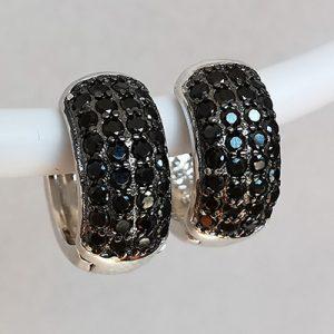 Aros hoggies en plata con piedras de microcircón negras