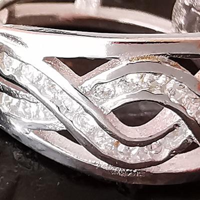 Aros hoggies de plata italiana con microcircones detalle